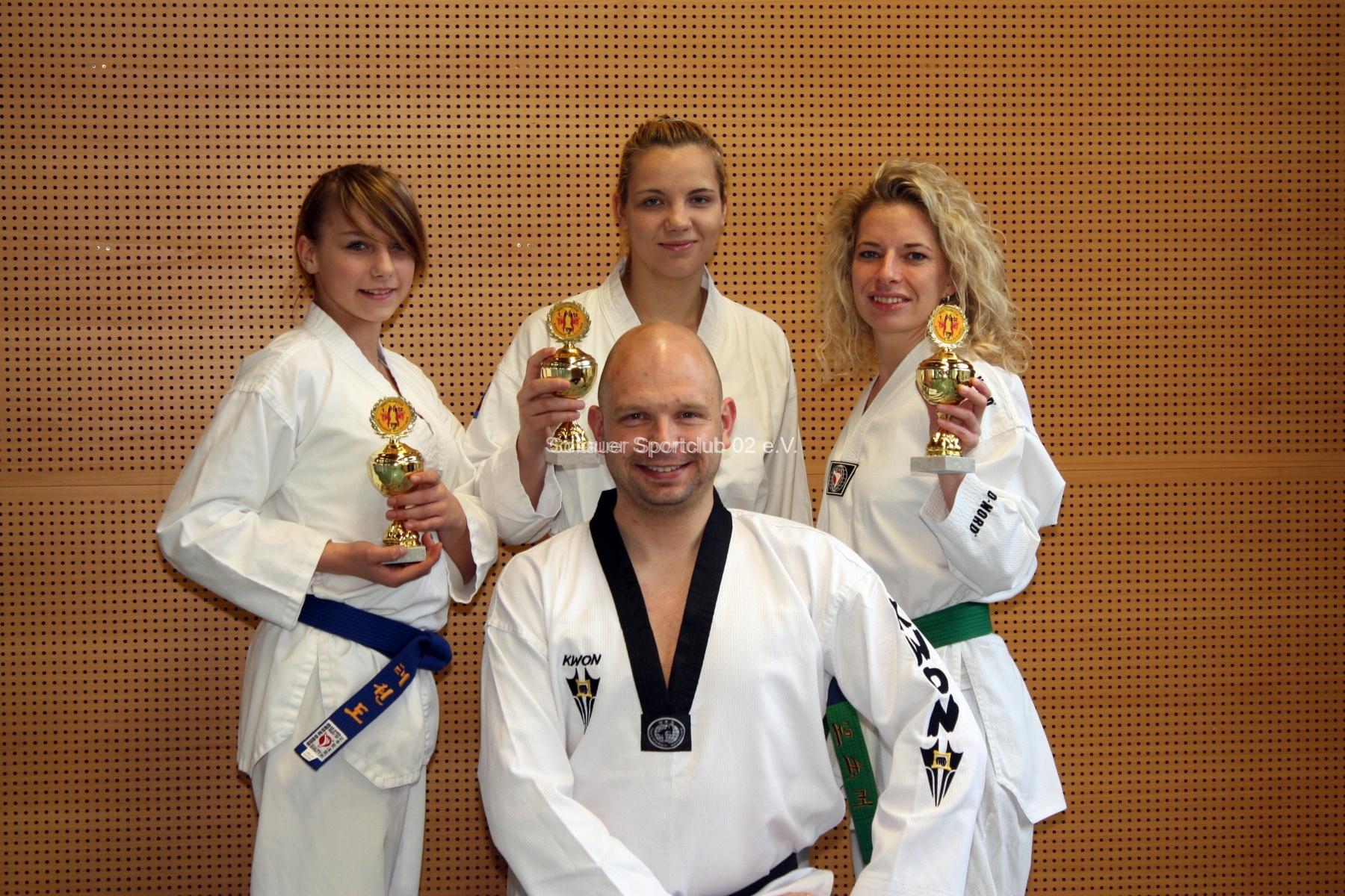 bericht-bild-tkd-erfolgreiche-taekwondo-frauen-power